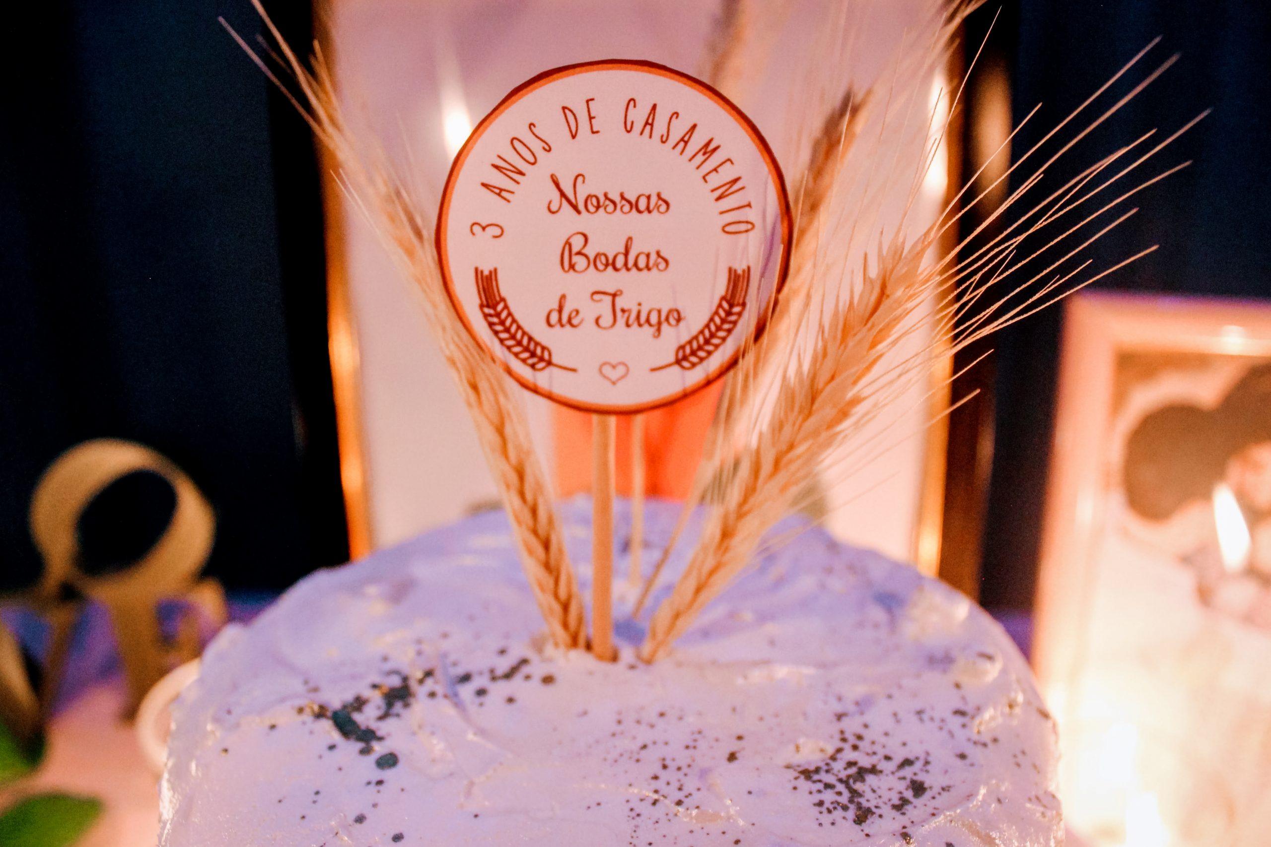 bodas de trigo tag topo de bolo